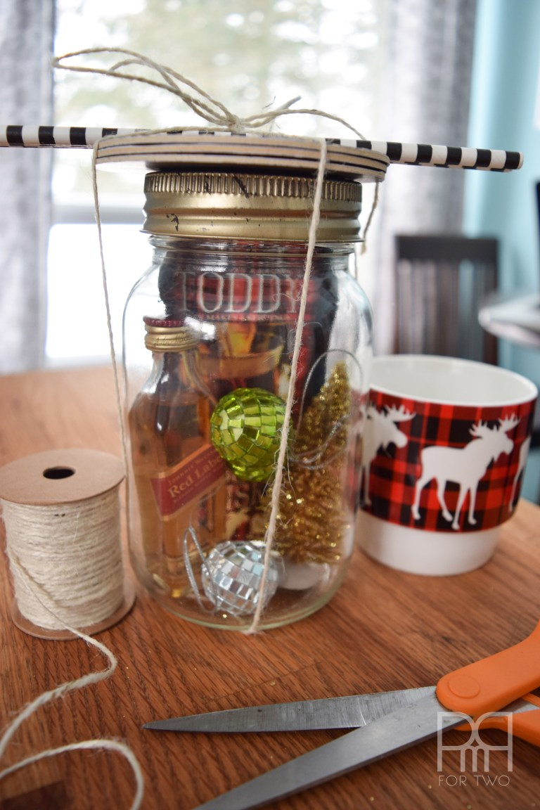 This mason jar hot toddy kit is the perfect homemade Christmas treat for your adult friends
