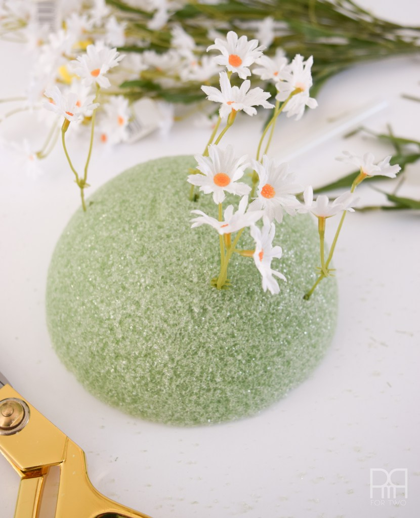 Spring Wreath foam ball with daisies