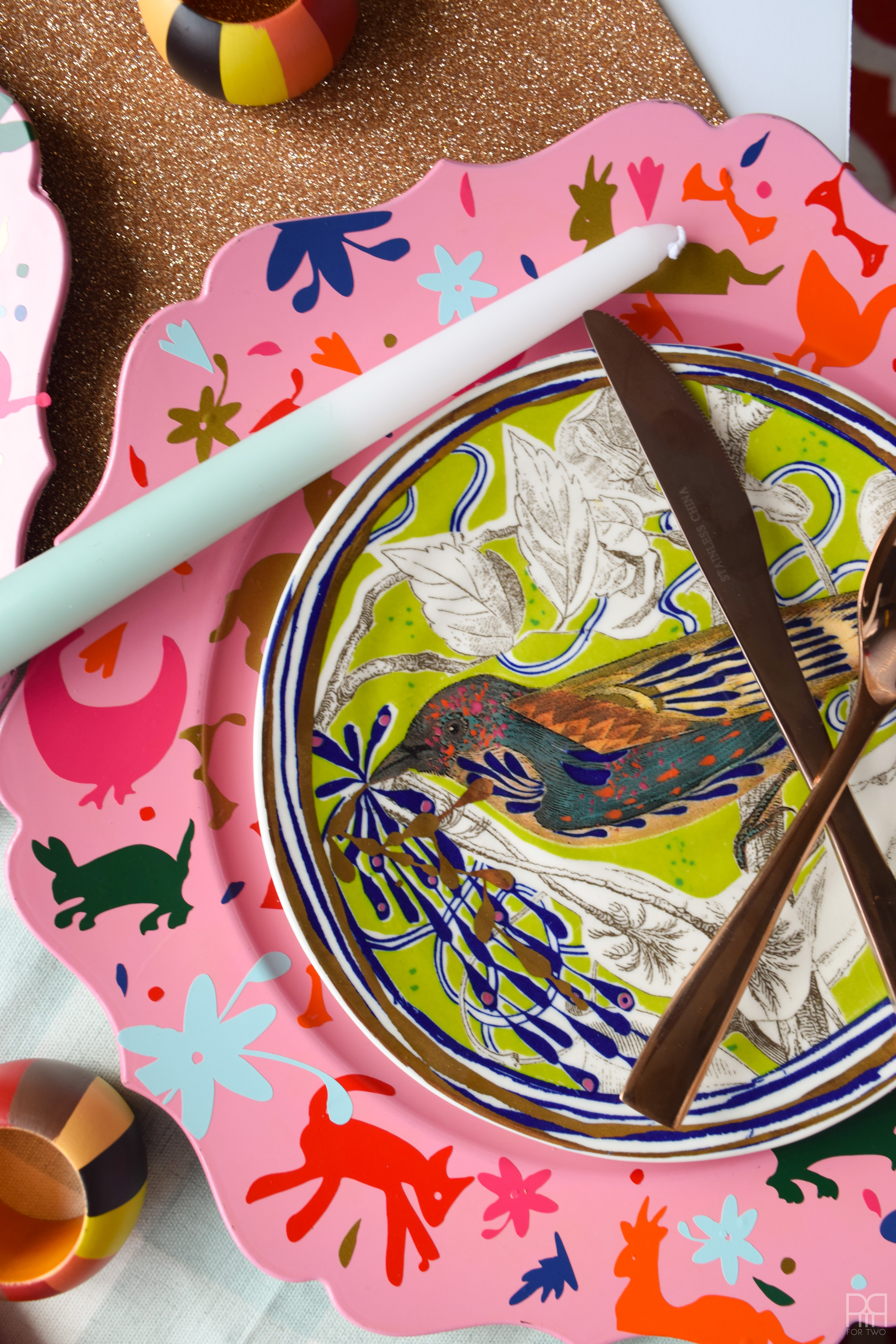 Vinyl Otomi Chargers make an tablescape POP 💥 Make your own using vinyl, your Cricut, and a bit of elbow grease. These colourful chargers are the perfect accessory for any place setting or colourful table decor