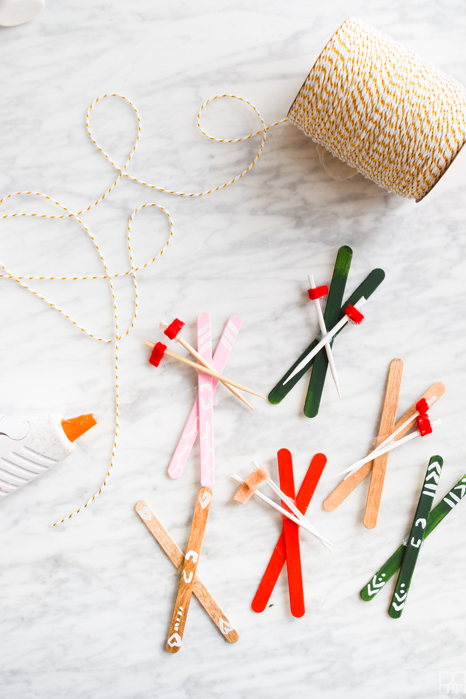 DIY Popsicle Skis are kind of the easiest craft out there, but it's worth checking out how I made my garland and food picks / swizzle sticks, so that all your winter decor needs are met ;)