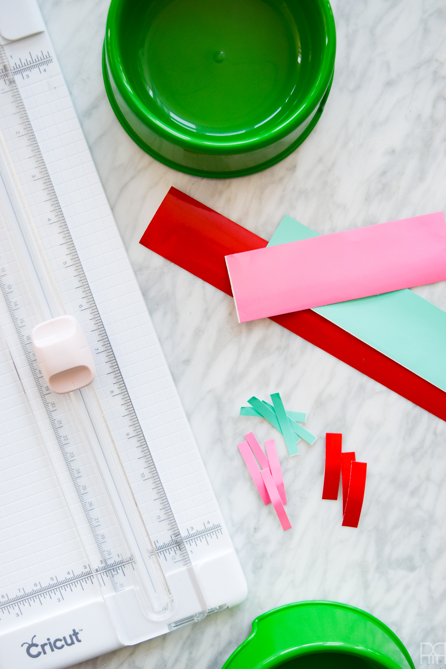Have you wanted to try out a vinyl project, but don't have a machine? Try this simple DIY using a paper cutter, vinyl scraps, and a little bit of diy.