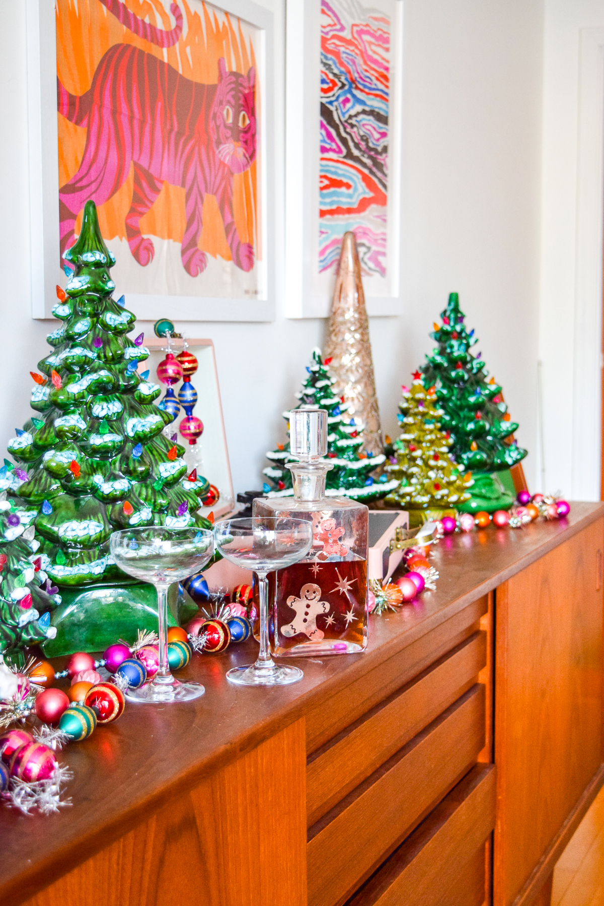 Christmas tree O' Christmas tree! I love me some retro Christmas decor. And if you do too, you'll love my ceramic Christmas tree sideboard display. #ceramictree #retrochristmas
