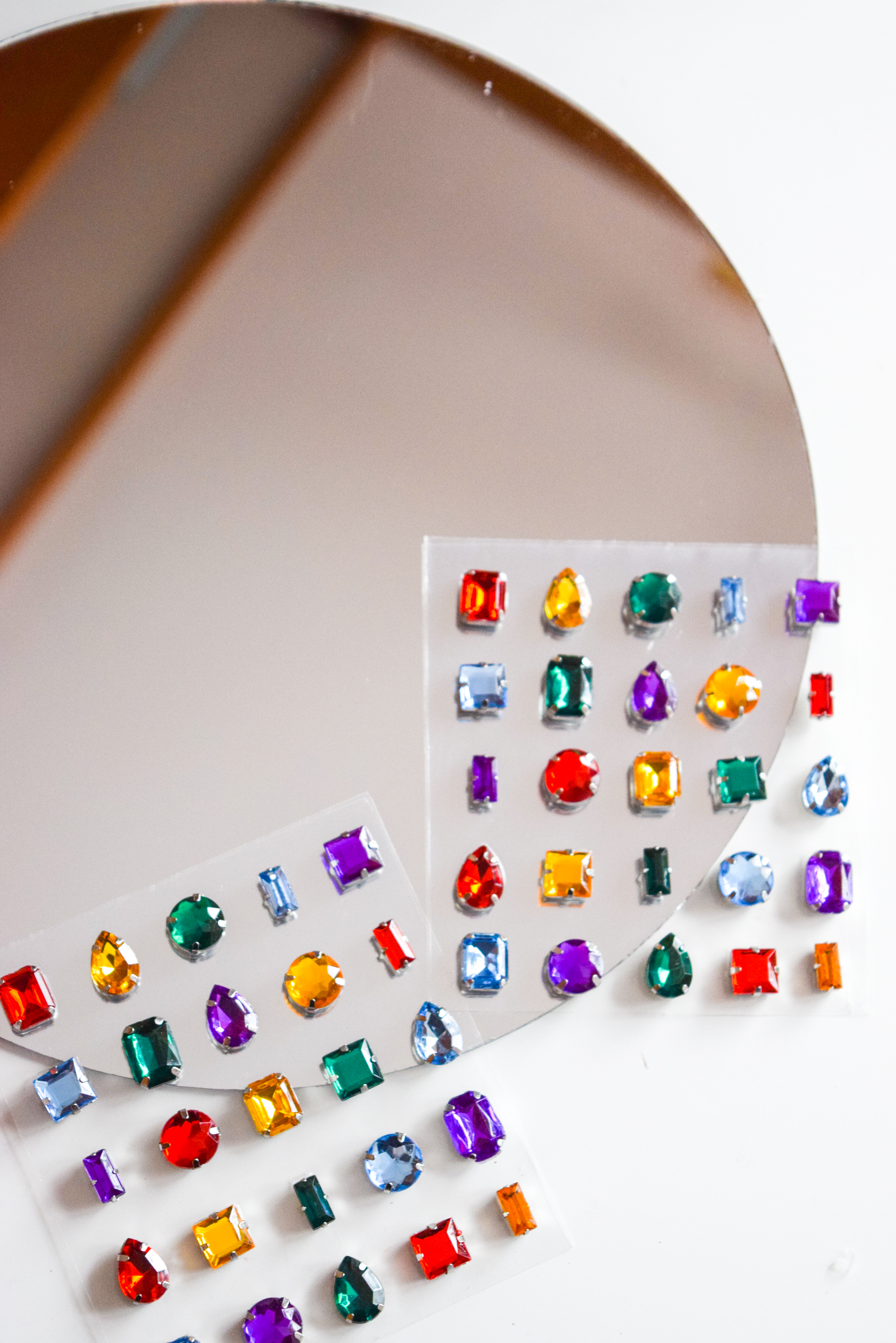 Where's your Backstreet Boys poster?! You need one to consider this 90s Gemstone Mirror. No joke, super easy to do, and has an immediate impact. Can't beat that! #90sdiy #gemstone