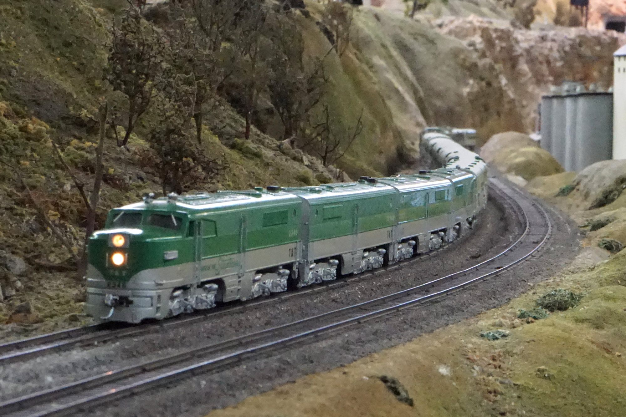 Dcc Conversion Model Trains Atlas Railroad Wiring Train Turntable The Emerald Rockets 70s Era Hobbytown Pas Now Running