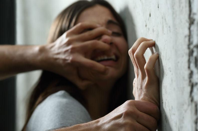 सामूहिक बलात्कारबाट जोगिन तेस्रो तलाबाट यी  नेपाली चेलीले हाम फालेपछि