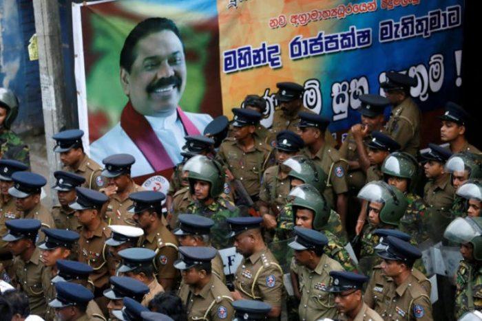 श्रीलंङ्कामा संवैधानिक संकट झन बढ्दै, बर्खास्त प्रधानमन्त्रीका विश्वासपात्र पक्राउ
