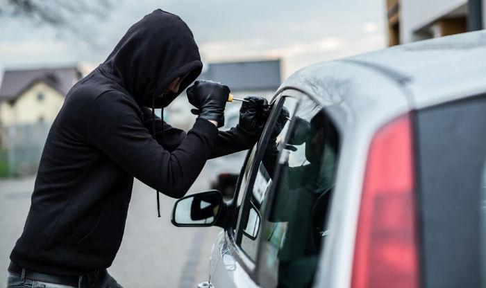 कार चोर्न जाँदा चोर कारभित्र फसेपछि आफैले बोलाउनु पर्यो पुलिस