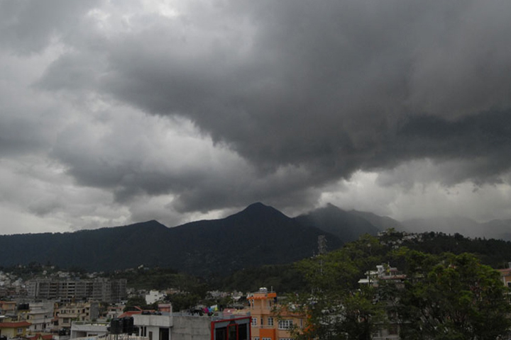 दशैंमाथि 'कालो बादल'