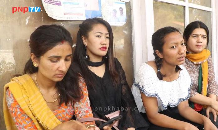 सामुहिक बलात्कारबाट पिडित यी महिलालाई बचाउँदै क्रिस्टिना र उनका साथीहरु (भिडियो)