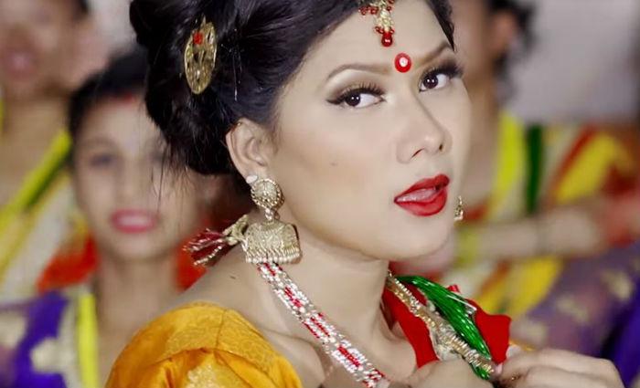 प्राश्ना निरौला अधिकारीको मौलिक तिज गीत 'हातमा चुरा' सार्वजनिक [भिडियो]