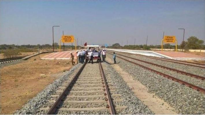 मुआब्जा विवादले रेल विस्तार योजना अन्योलमा