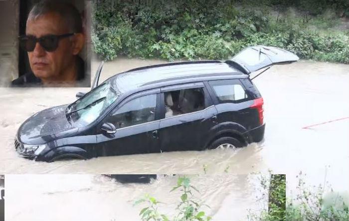 बाढीमा डुब्यो कांग्रेस महामन्त्री कोइरालाको गाडी [भिडियो सहित]
