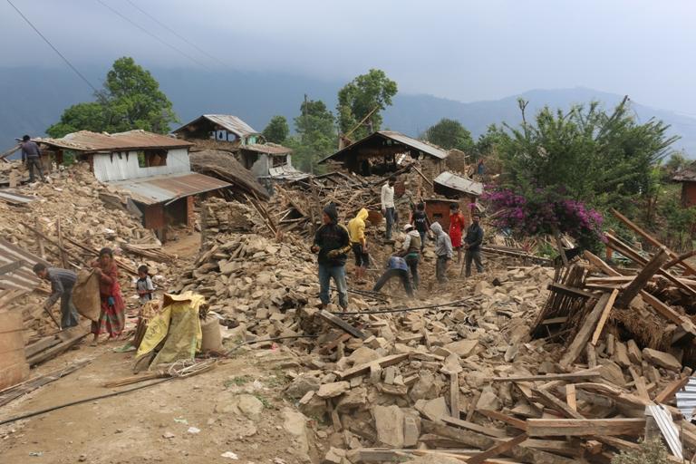 ऋणमा डुब्दै भूकम्पपीडित: साहुसँग ४० प्रतिशतसम्म ब्याजमा ऋण