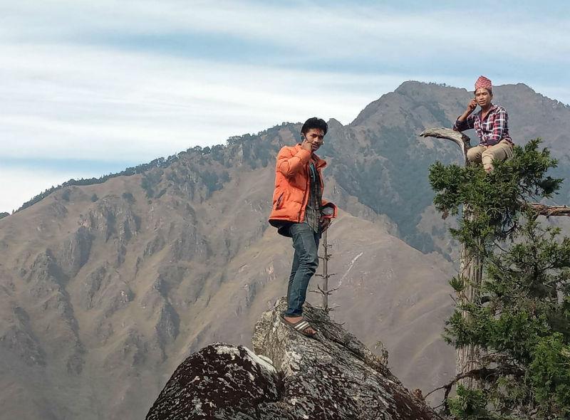 फोन गर्न हिमाल चढ्नुपर्ने बाध्यता