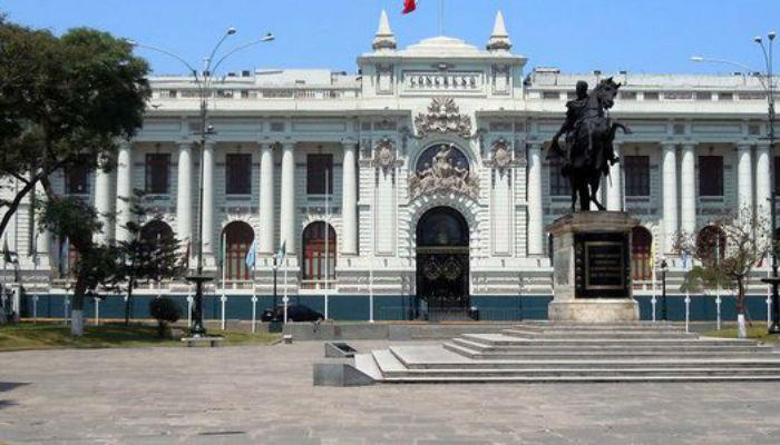 पेरुमा संकट गहिरियोः संसद विघटन, संसदद्वारा राष्ट्रपति निलम्बित