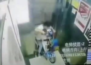 【閲覧注意】中国のエレベーター、母親と子供を一瞬で食べてしまう…(動画あり)