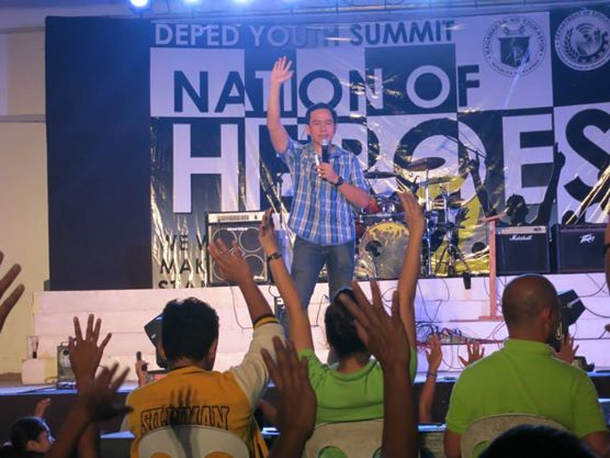 "Pocholo ""The VoiceMaster"" Gonzales speaks at Nation of Heroes 2 in Negros"
