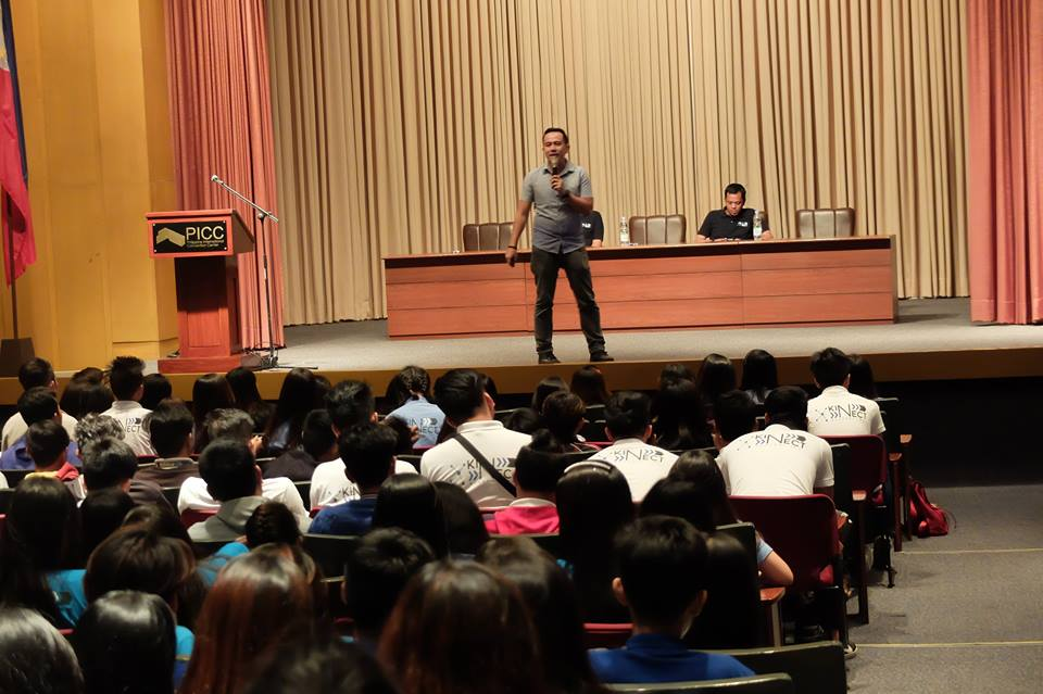 Filipino motivational speaker inspires students of Kinect Academy