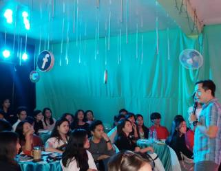 Filipino motivational speaker teaches Marketing students to discover their life purpose