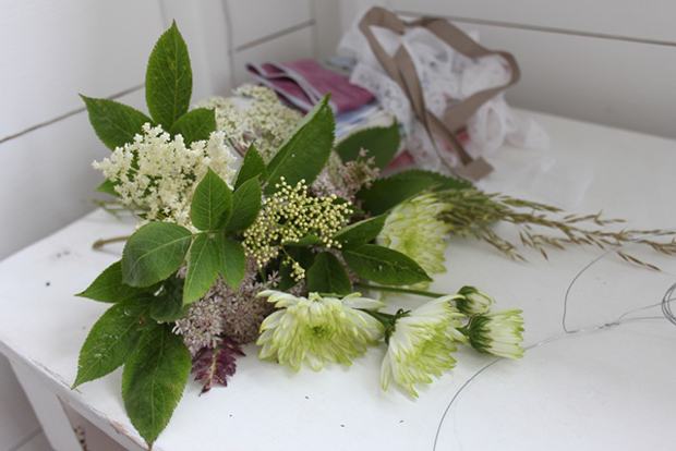 DIY Wedding Flowers, Floral Hair Garland, How-To, Junkaholique, Wedding bouquet, Wedding Jewellery (17)