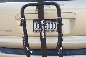 4 bike hitch mount rack on shuttle vehicle