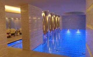 L'espace piscine. Photo (c) Eva Esztergar