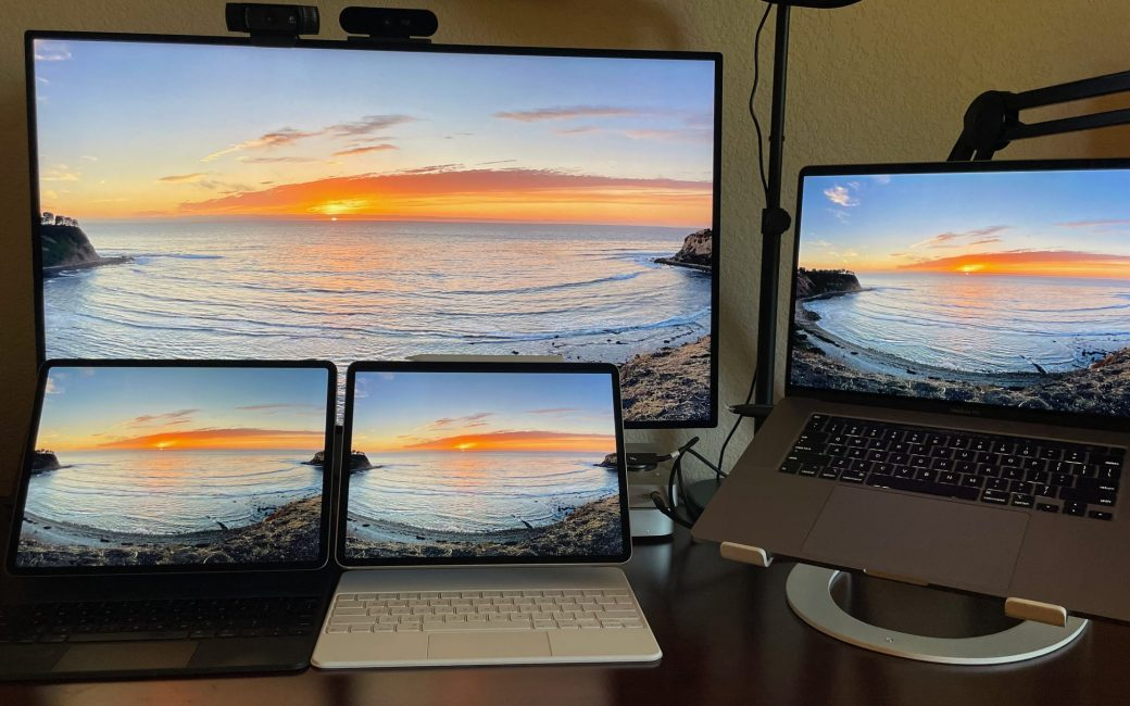 """2 iPads Pro, XDR display and 16"""" MacBook Pro"""