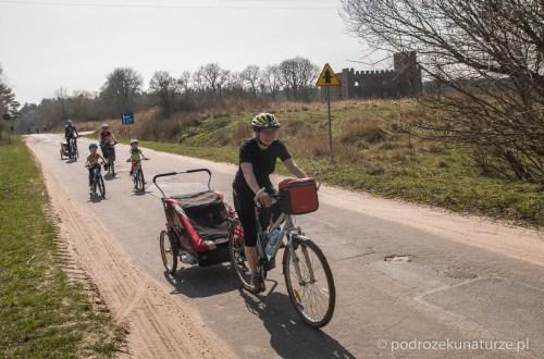 Rowerami przez poligon Biedrusko