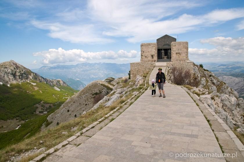 Na szczycie Jezerskiego vrhu - mauzoleum