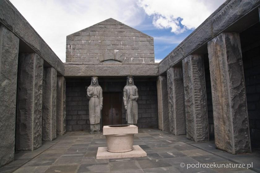 Mauzoleum Piotra Niegosza na Jezerskim vrhu