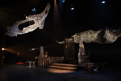 Set design of Wolf in a Mirror at metro studio