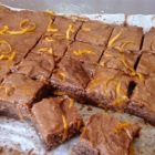 Rauwe brownie met sinaasappel