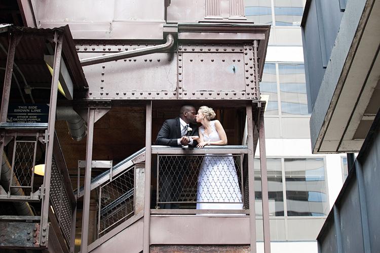 Chicago L Wedding Photo