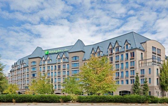 IHG Rewards Club Holiday Inn Hotel & Suites North Vancouver