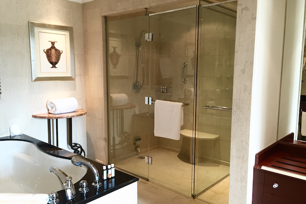 Executive Suite Shower Hyatt Regency Thessaloniki