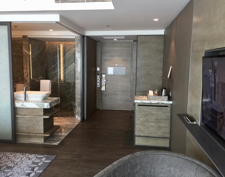 Marriott Yogyakarta club room bathroom