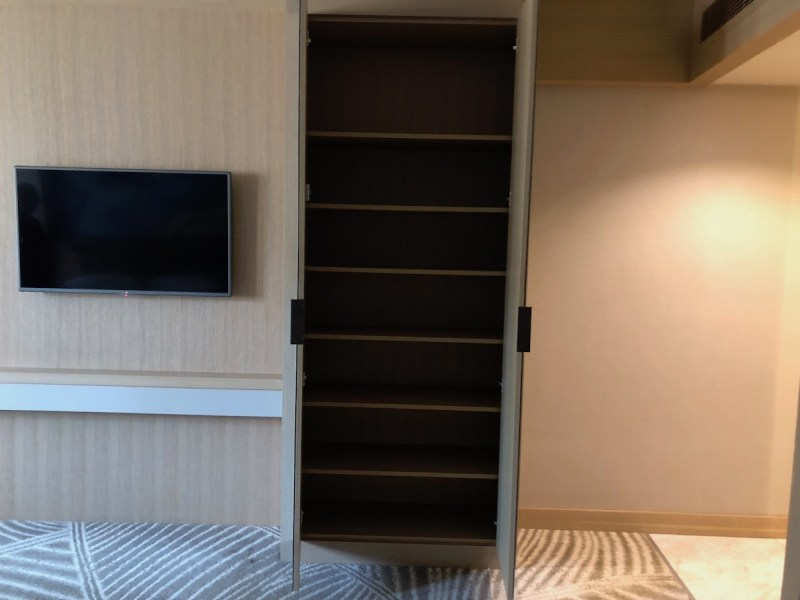 Doubletree Istanbul Sirkeci Review Queen Deluxe Room Closet