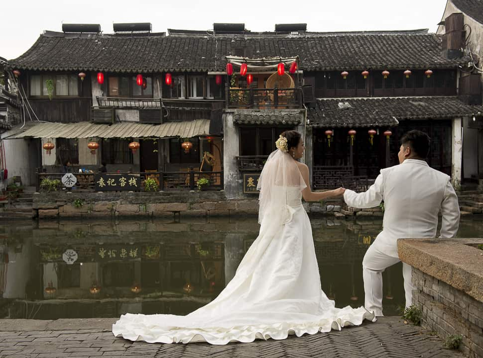 A young couple was having wedding pictures taken, Xiatan, China