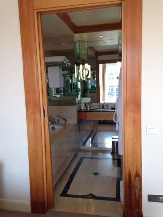 hyatt paris madeleine bathroom