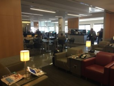 bos boston admirals club american airlines lounge review
