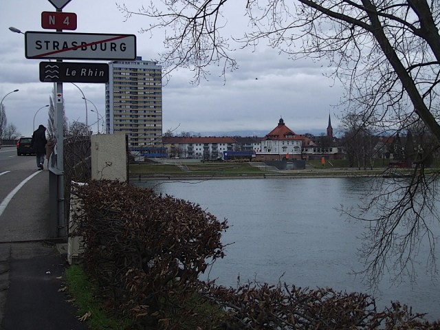 Kehl,_Germany,_seen_from_city_limit_of_Strasbourg,_France