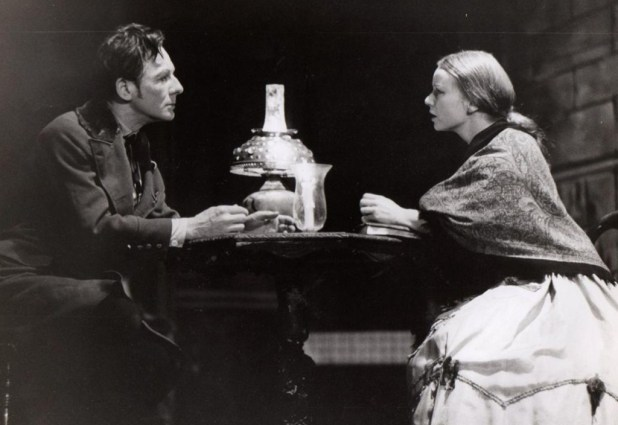 Foto: https://commons.wikimedia.org/wiki/File:Gielgud_and_Haas_in_Crime_and_Punishment.jpg