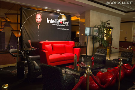 PERU 2013-intellipoker stand.jpg
