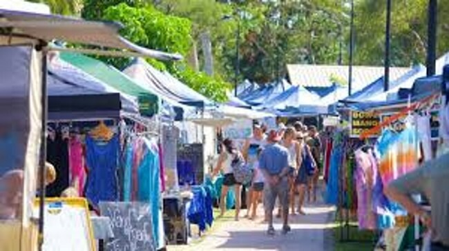 Get mementos and artefacts from the markets