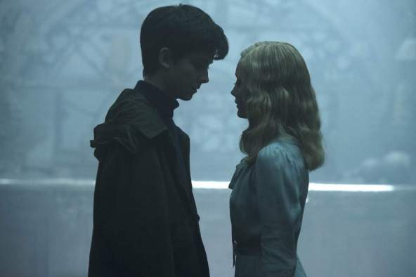 Jacob Portman (Asa Butterfield), Emma Bloom (Ella Purnell)