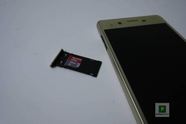 microSD- und SIM-Karten-Schacht