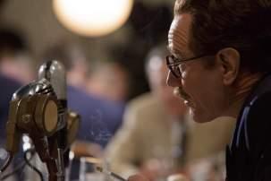 Trumbo - Szenen - 12 Dalton Trumbo (Bryan Cranston)