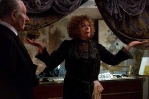 Mr. Holmes - Szenen - 07 Madame Schirmer (Frances de la Tour)