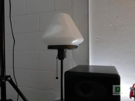 Die linke Lampe ausgeschaltet