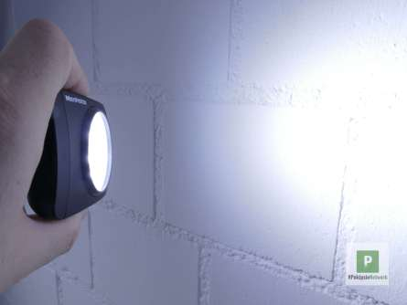 So stark leuchten die LEDs trotz den Studioleuchtern